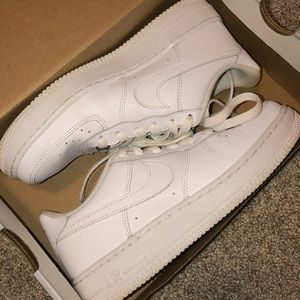 AIR FORCE 1 size 4.5Y (6 in womens)